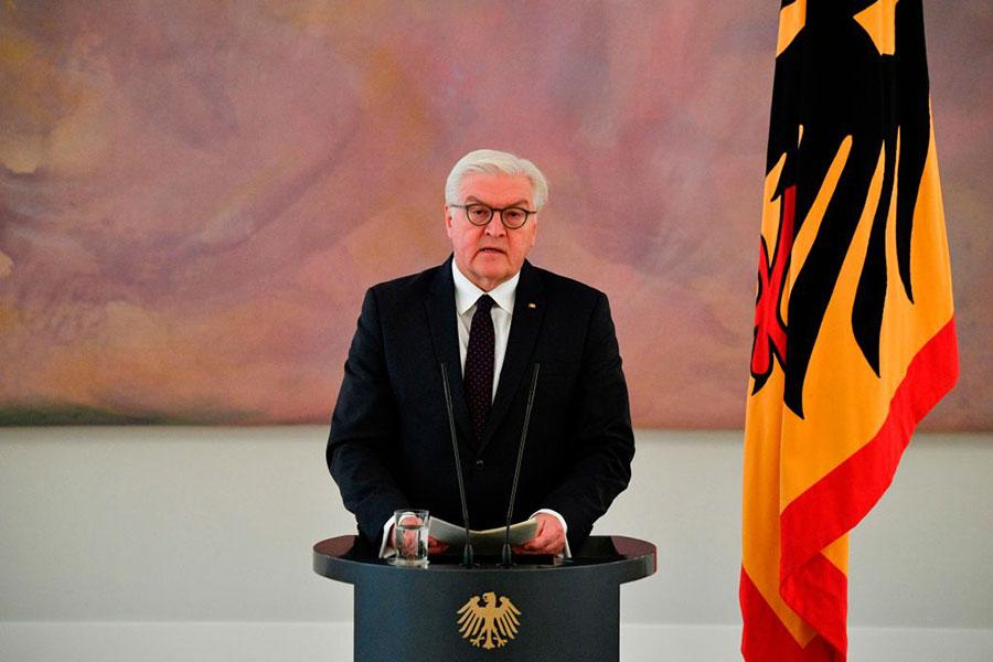 德國總統施泰因邁爾發表講話,呼籲各黨派達成協議,避免重新大選。(JOHN MACDOUGALL/AFP/Getty Images)