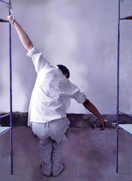 蔣欣波曾受「抻刑」—站不起來,也蹲不下去。(酷刑示意圖)(明慧網)