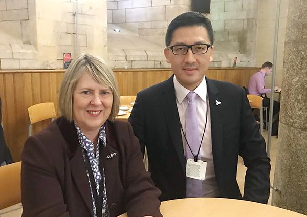 民主黨立法會議員林卓廷與英國保守黨國會議員Fiona Bruce會面。(林卓廷提供)