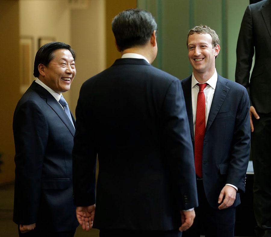 中共宣傳部原副部長魯煒(左)成為中共十九大之後落馬的首位正部級官員。(Ted S. Warren-Pool/Getty Images)