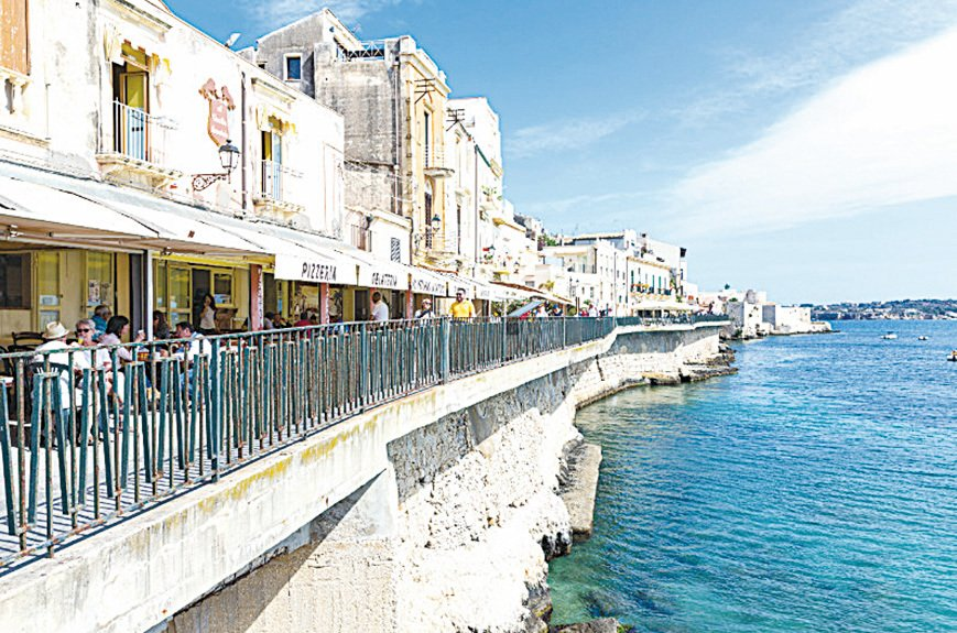 錫拉庫薩(Siracusa,又譯敘拉古)是位於西西里島東南海岸的一座沿海古城。(shutterstock)