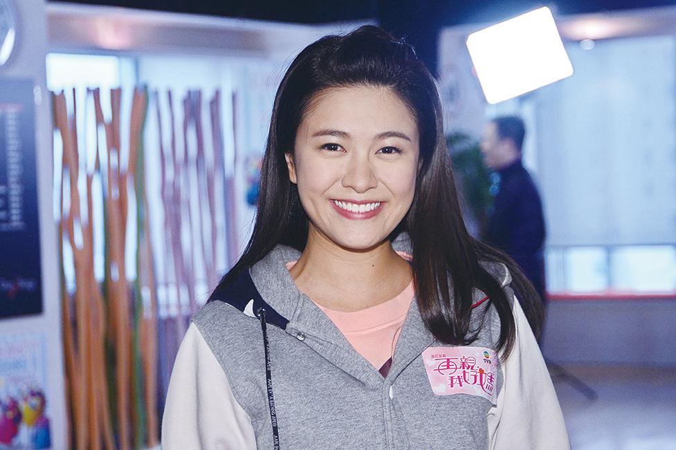 江嘉敏透露她最近忙著拍攝《兄弟》,由於劇組趕戲已多日未回家。(宋碧龍/大紀元)