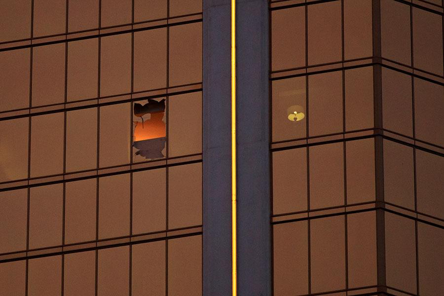拉斯維加斯槍案的數百名受害者對曼德勒海灣度假村和賭場(Mandalay Bay Resort and Casino)及其母公司米高梅國際度假村(MGM Resorts International)提起訴訟。(Drew Angerer/Getty Images)