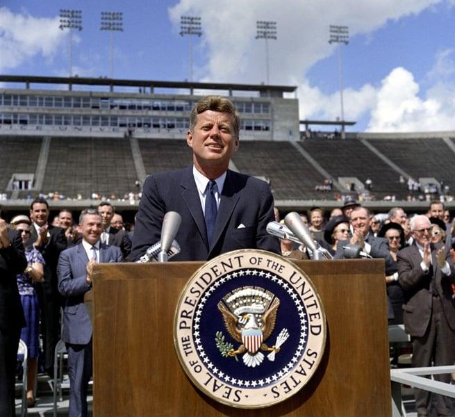 圖為1962年9月,甘迺迪在萊斯大學演講美國航空計劃。(www.jfklibrary.org)
