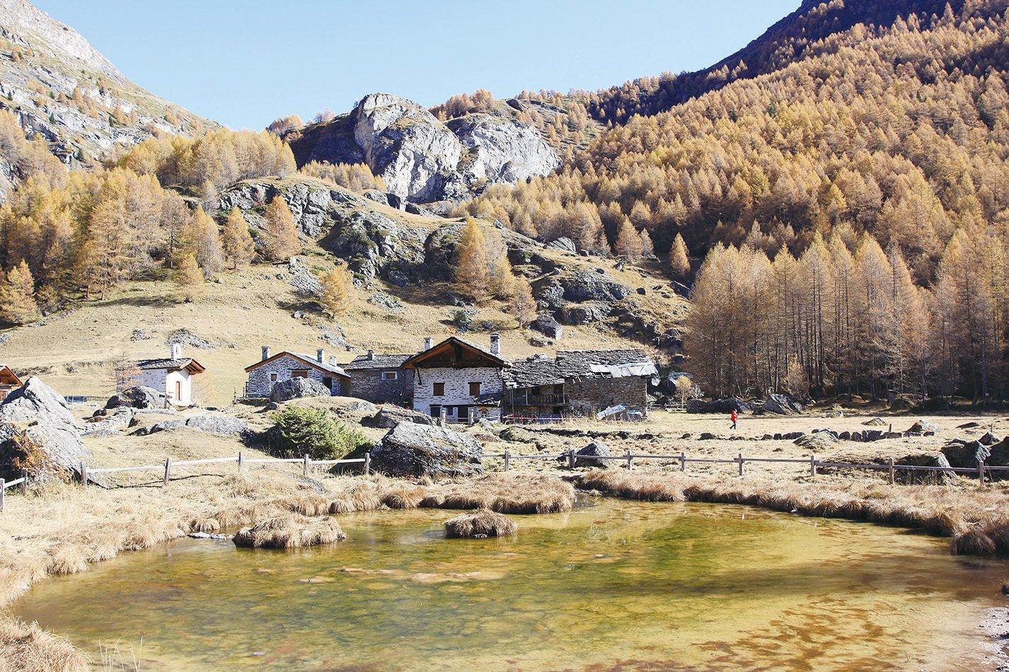 村前的小池塘。(龔簡/大紀元)