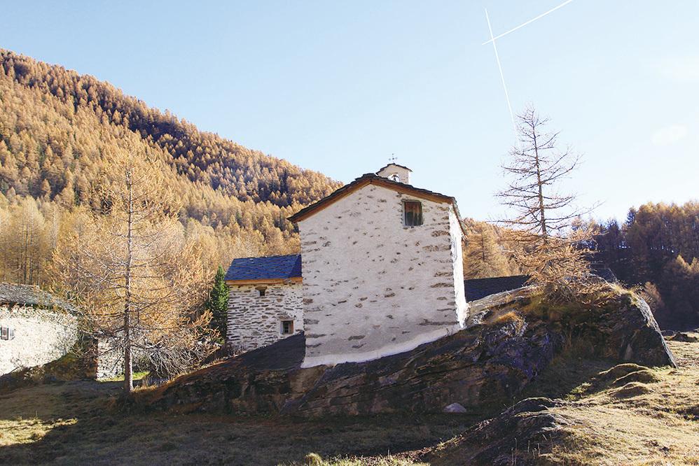 斜坡上的小教堂。(龔簡/大紀元)