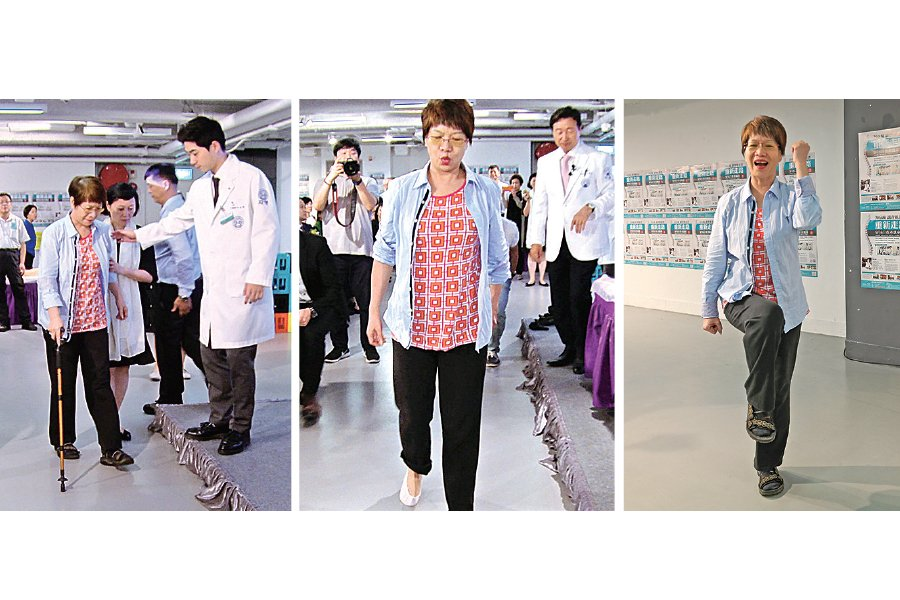 9月6日的講座活動上,葉小姐因一年前扭傷了腰所以要拿拐杖走路,經申博士20分鐘的示範後,馬上可以不用拐杖了。(余鋼/大紀元)