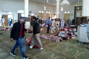 埃及清真寺遭自殺襲擊 至少235人遇難