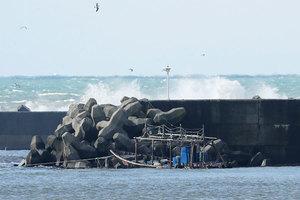 漁船載八北韓男子被衝上日本北部海岸