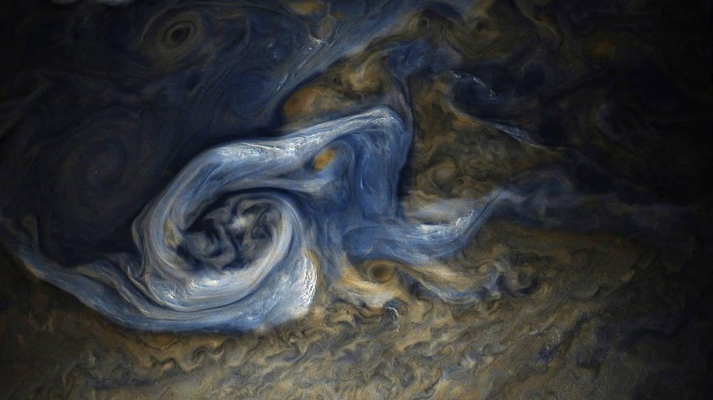 朱諾號飛掠木星 拍下「憤怒」藍色風暴