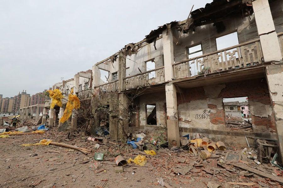 蘇聯及東歐共產主義陣營一夜解體,都是來自平時民怨蓄積,中共政權也是一樣,現在正在蓄積過程,等到中國民怨滿了不能再滿,解體自然是下一分鐘的事。圖為寧波突發爆炸,現場房屋坍塌。(STR/AFP/Getty Images)
