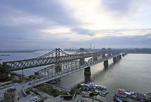 中方封友誼大橋並停航線