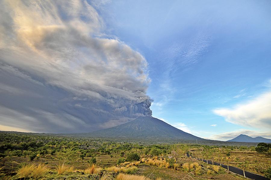 阿貢火山噴發445航班取消