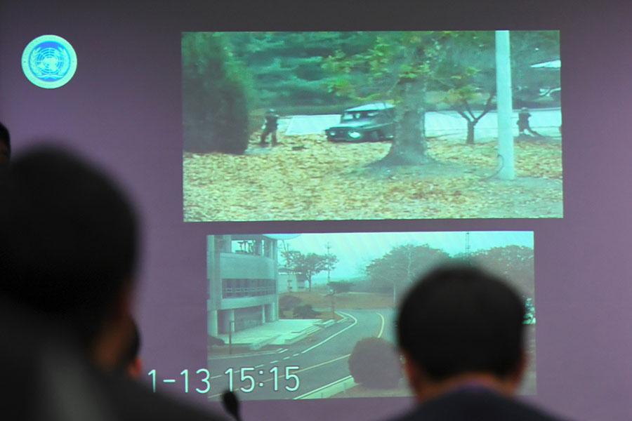 11月13日,一名北韓士兵在兩韓邊境非軍事區博命逃往南韓,被北韓士兵擊中五槍,倒在血泊中。(JUNG YEON-JE/AFP/Getty Images)