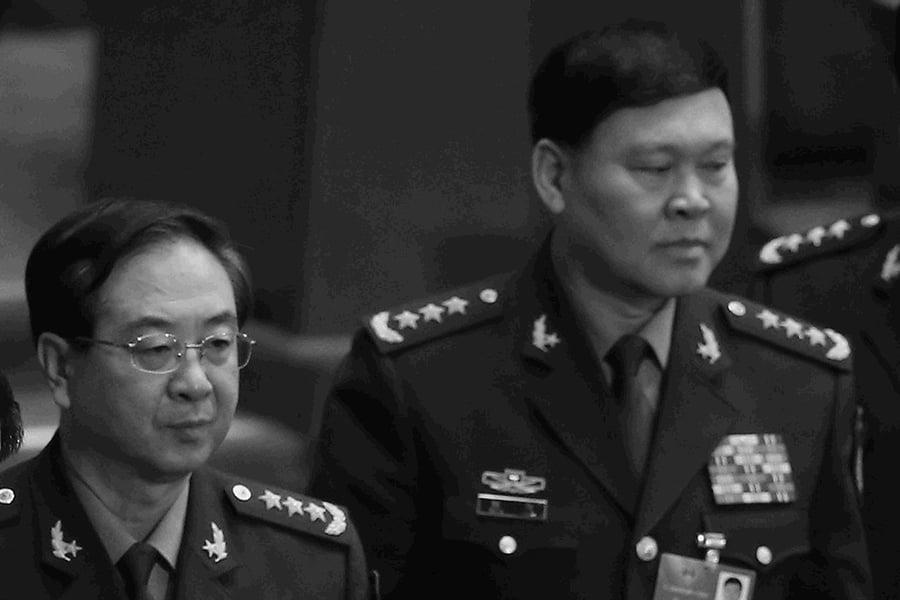 中共軍委前政治工作部主任張陽(右)在調查期間自縊死亡,他的搭檔、聯合參謀部參謀長房峰輝(左)也傳被調查。(Feng Li/Getty Images)