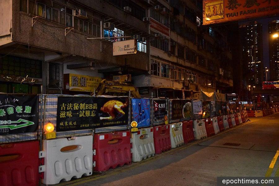 圖為九龍城多條街道的港鐵地盤工程。(郭威利/大紀元)