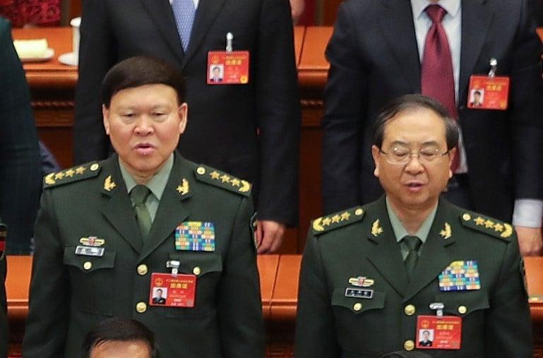 中共前政治工作部主任張陽(左)在調查期間自縊死亡,他的搭檔、聯合參謀部參謀長房峰輝(右)也傳被調查。(Lintao Zhang/Getty Images)