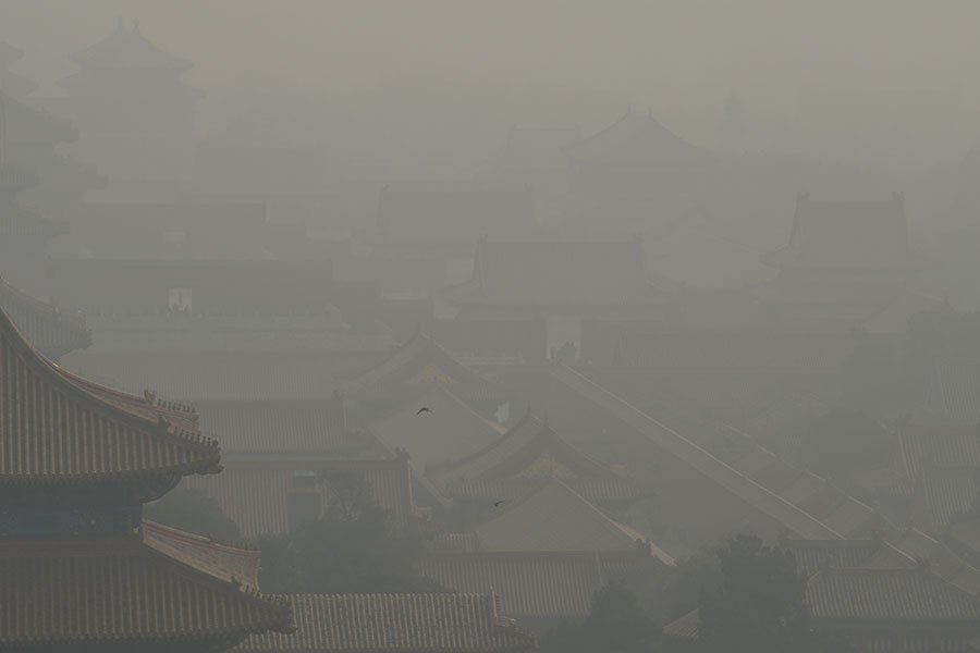 圖為去年11月4日,被陰霾籠罩的北京紫禁城。(WANG ZHAO/AFP/Getty Images)