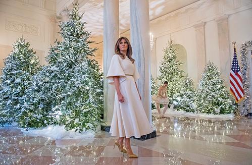 聖誕節梅拉尼婭裝扮白宮 現悠久傳統