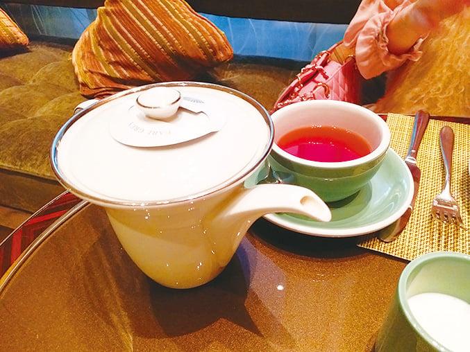 先來一口最愛的伯爵茶。