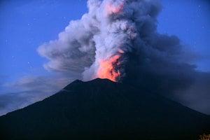 阿貢火山噴發 峇里島機場關3天 12萬人滯留
