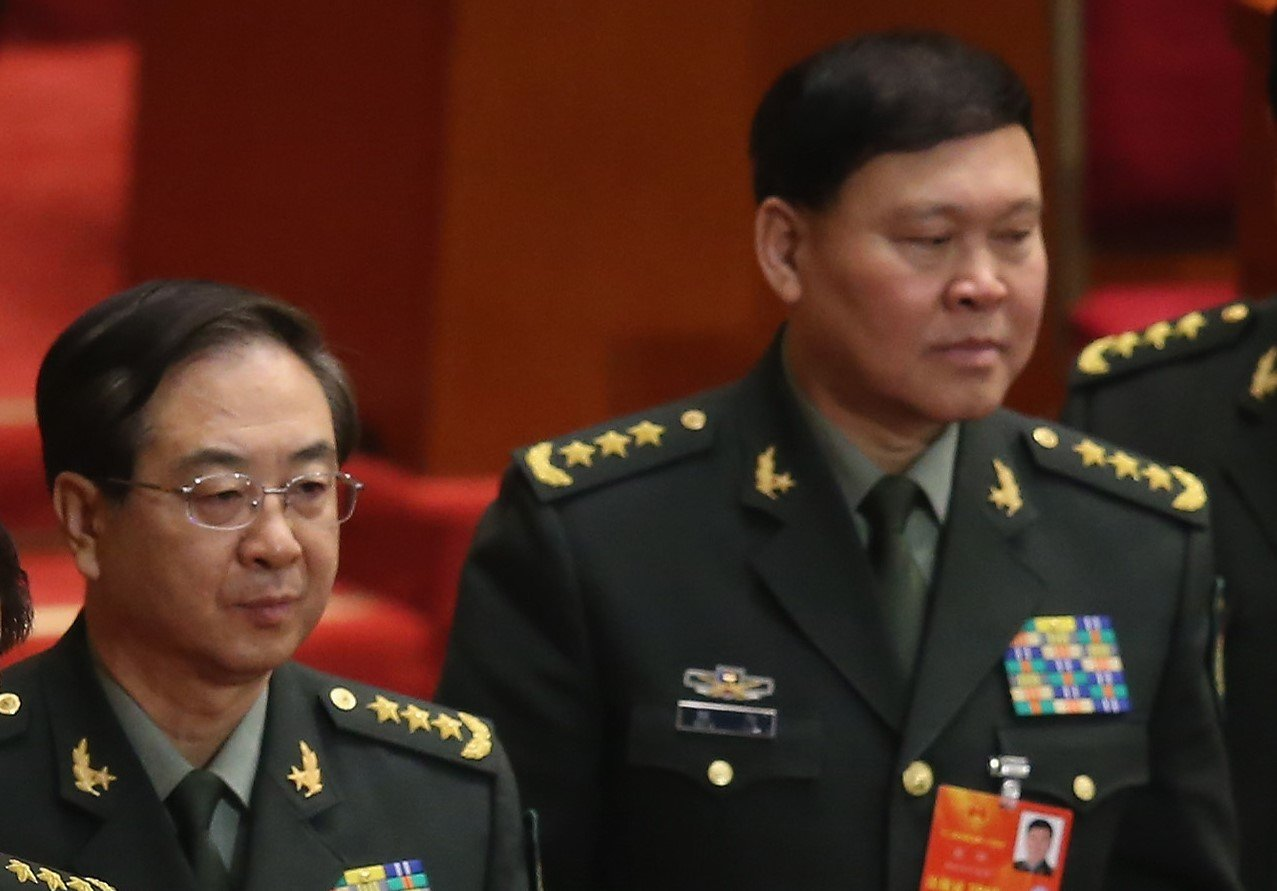 中共軍委政治工作部前主任張陽(右)被官方確認調查後,他的長期搭檔房峰輝(左)也被調查。(Feng Li/Getty Images)