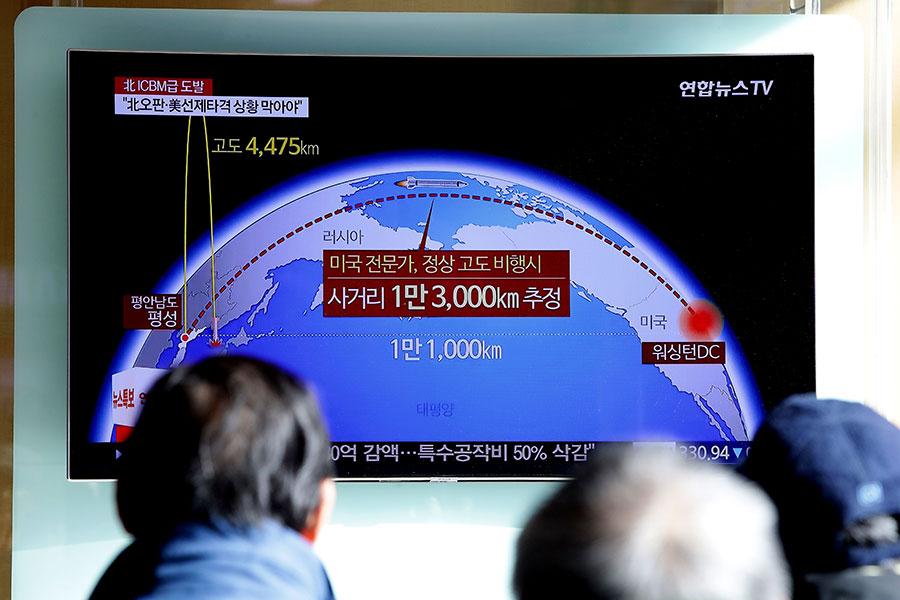 今年截至目前為止,北韓試射了近20枚導彈,包括近期飛越日本的3枚長程導彈。(Chung Sung-Jun/Getty Images)