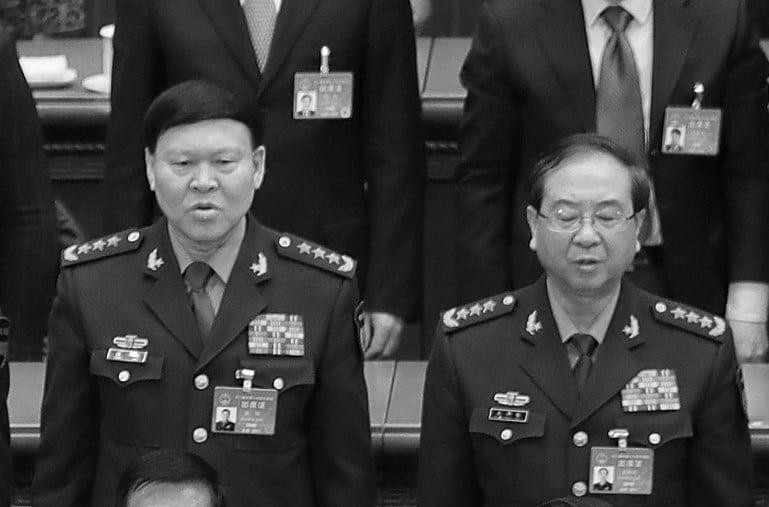 中共兩名軍委委員張陽(左)與房峰輝(右)一死一落馬。(Lintao Zhang/Getty Images)