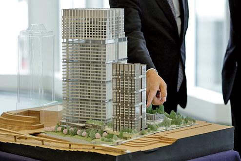 大陸持續樓市調控下,過去「地王」想解套,只能等待,也有房企為了生存唯有轉讓「地王」專案。(Getty Images)