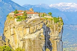 遺世獨立的天空之城 希臘懸空修道院