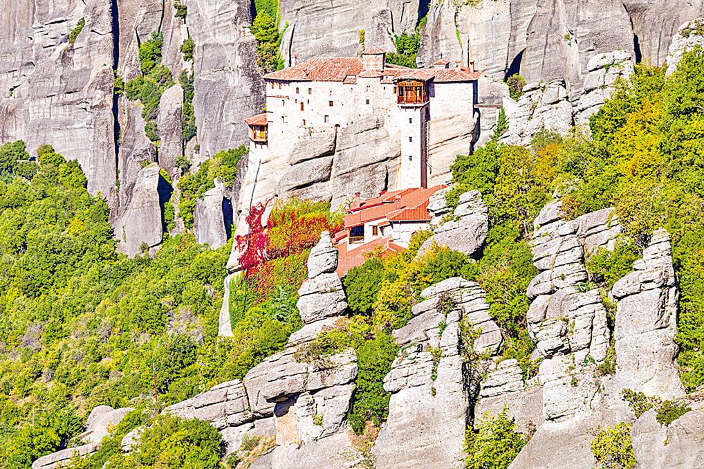 修道院依山勢而建,與山巒融為一體。(Fotolia)