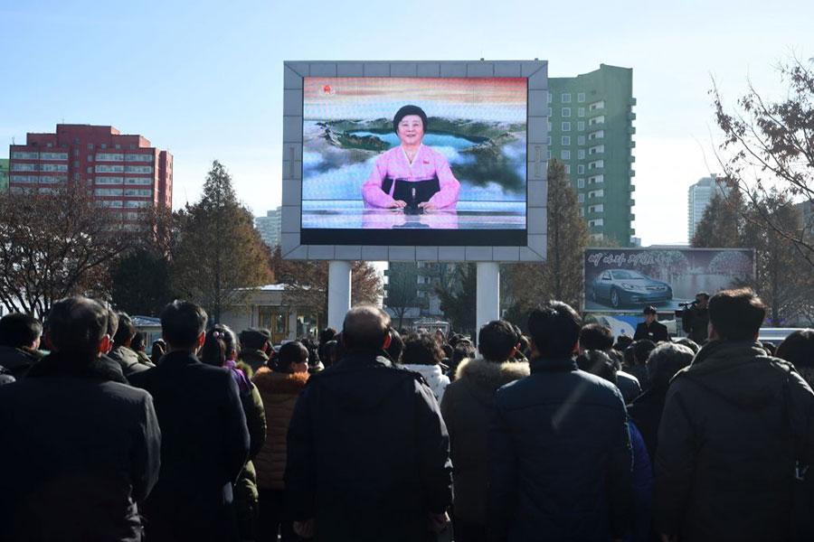 11月29日,北韓向人民播放洗腦宣傳內容。(KIM WON-JIN/AFP/Getty Images)