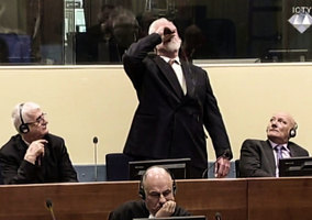 波黑戰犯死不認帳 海牙法庭上飲毒自盡