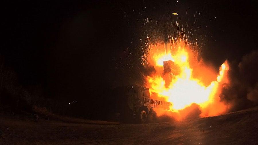北韓29日向日本海域發射一枚洲際彈道導彈,數分鐘後,南韓海陸空三軍在朝鮮半島東部海域進行聯合實彈射擊演習,發射玄武-2彈道導彈等各種對地導彈予以回應。(South Korean Defense Ministry via Getty Images)