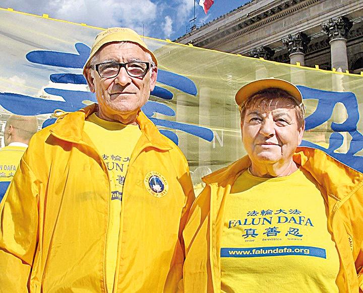 西班牙法輪功學員Josefern 先生和夫人。(明慧網)