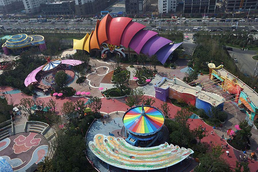 去年9月萬達集團在合肥市投資新建的「合肥萬達文化旅遊城」主題樂園開幕,該公園總投資超過300億元。(STR/AFP/Getty Images)