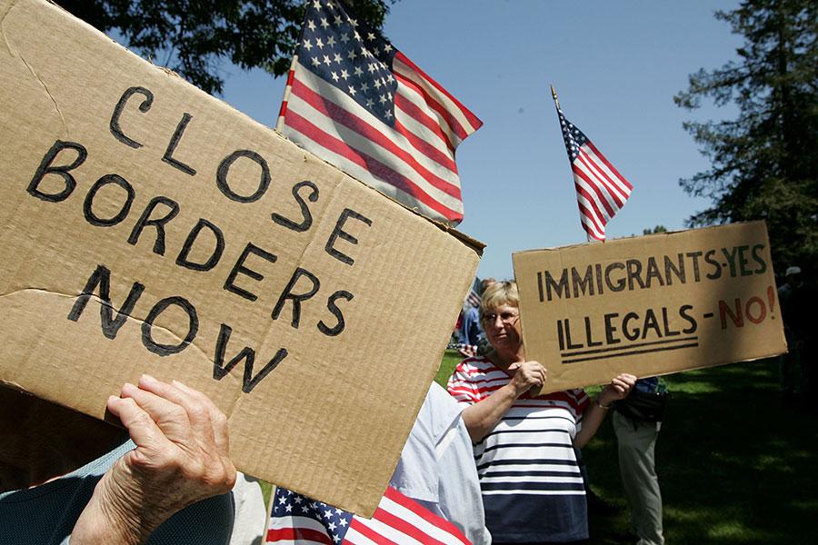 白宮11月30日公佈了2005年到2015年,通過親屬移民獲得美國綠卡的人數達到約930萬,佔同期全部移民人數的逾70%,其中大部份人為低技能者。(Justin Sullivan/Getty Images)