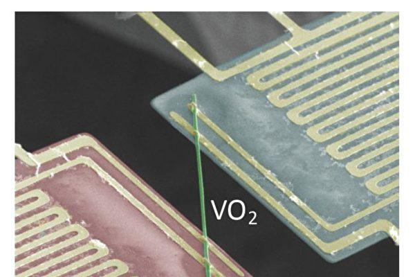 測試二氧化釩性質的電路。(來源:Junqiao Wu/Berkeley Lab)