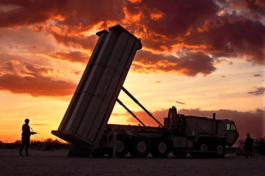 網民調侃:「韓國人防核靠薩德,中國人防核就只能買份《吉林日報》蓋到臉上了。」圖為南韓部署的薩德系統。(Lockheed Martin)