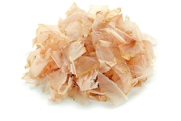柴魚片是日式料理中的常見食材,可以增加食物鮮味。