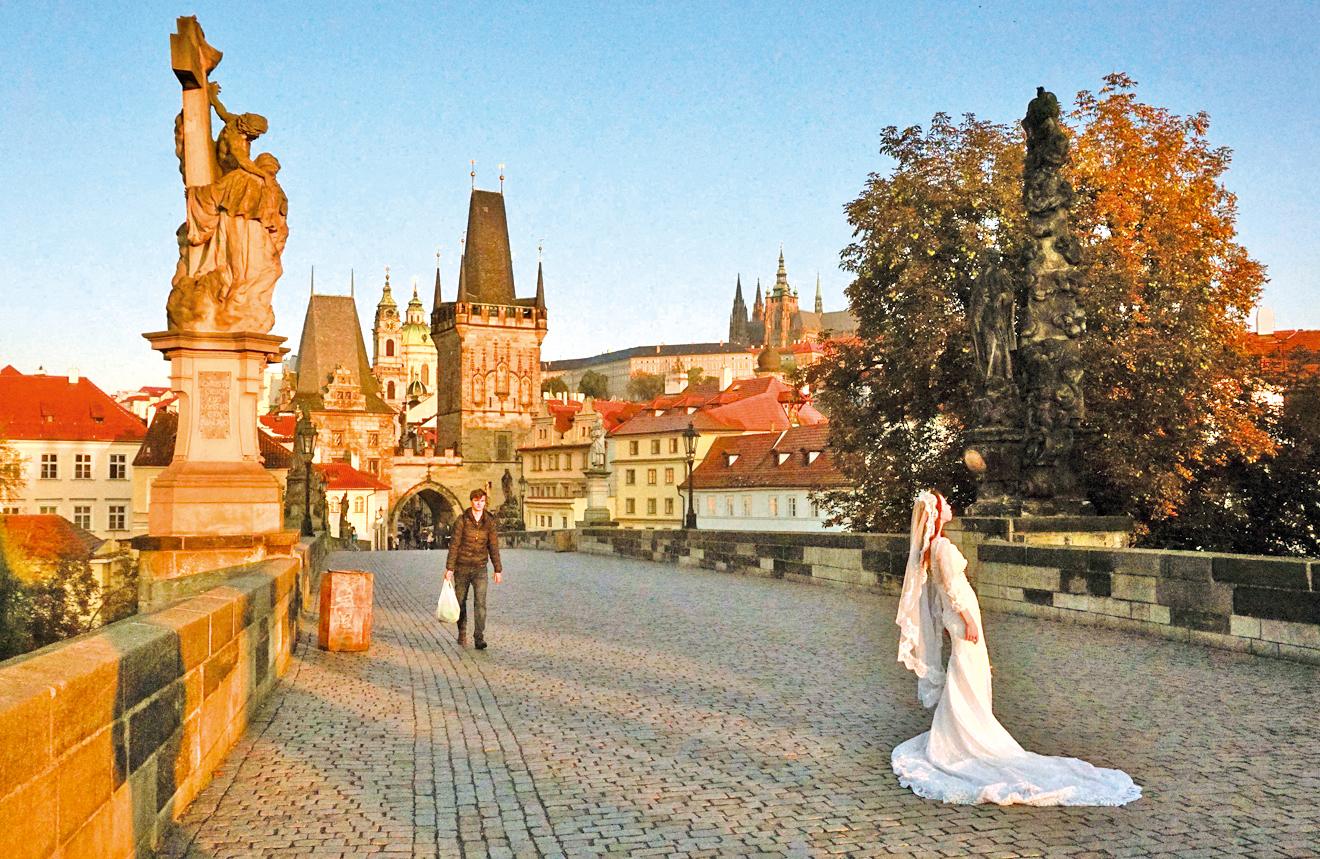布拉格的查理大橋美麗浪漫。