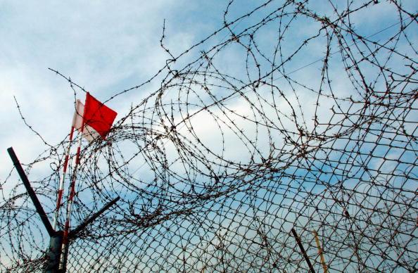 脫北者之所以選擇逃離北韓,是因為那裏日益增長的食物短缺,以及對到南韓尋求更美好生活的憧憬。圖為兩韓非軍事區(DMZ)。(Chung Sung-Jun/Getty Images)
