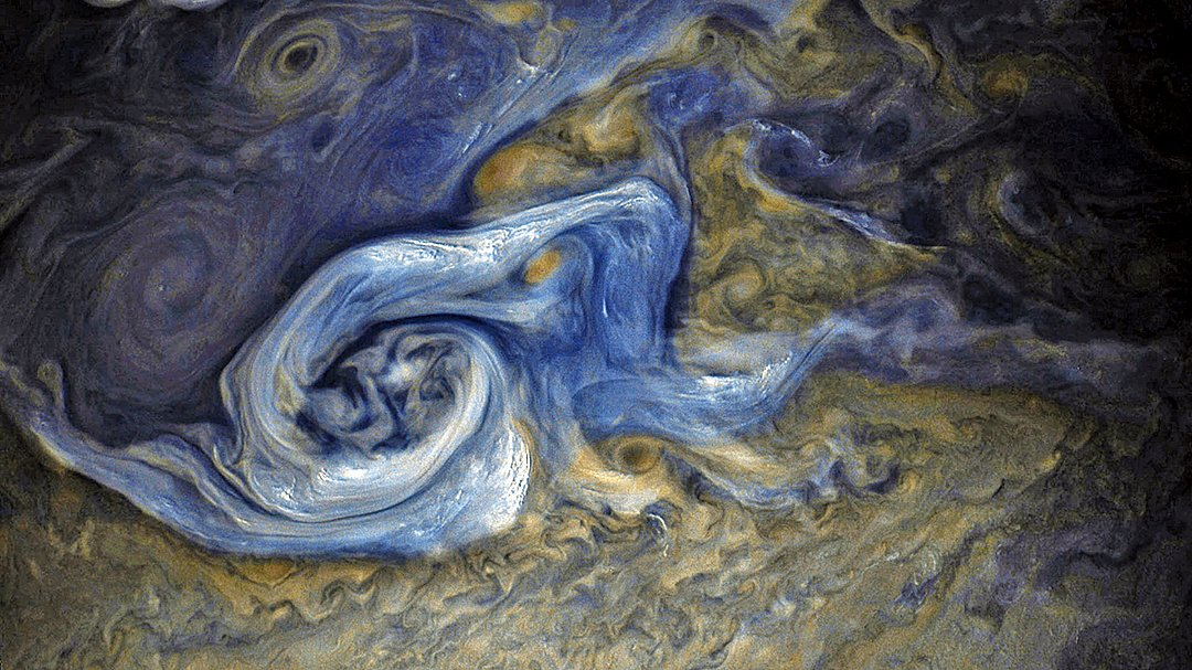 木星北半球的風暴彩色增強圖,畫面呈現一場「憤怒」的藍色風暴,在靜謐太空中翻滾,遠遠望去,十分震撼。(NASA)