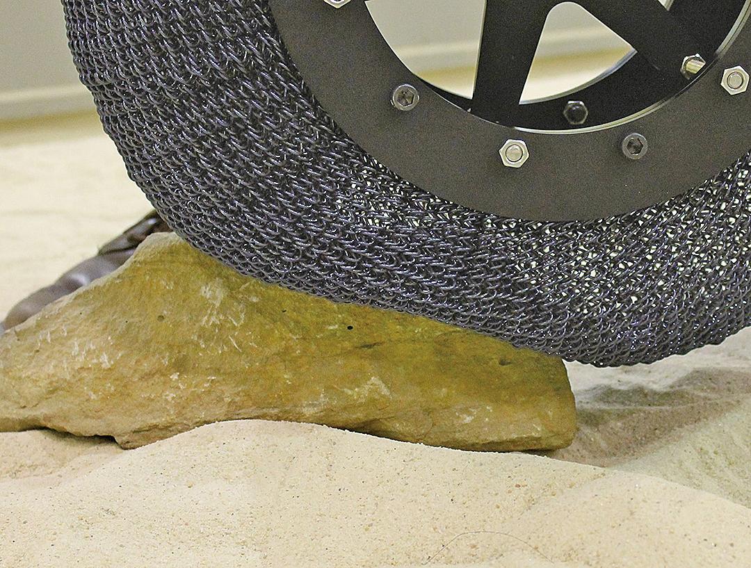 美國太空總署研發出「超彈性輪胎」,可克服各種惡劣地形。(NASA)