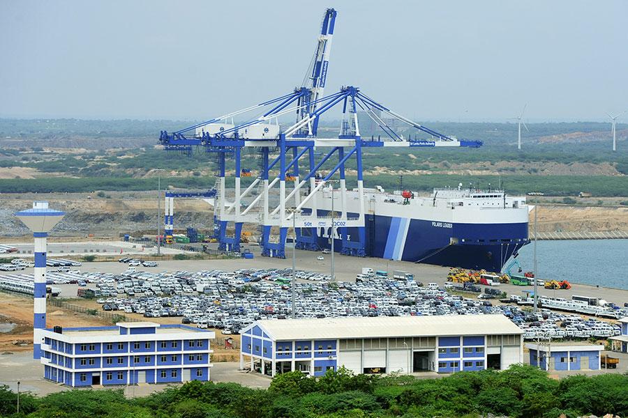 斯里蘭卡當局以99年租期把汗班托塔港租給了中國招商局港口控股公司。(LAKRUWAN WANNIARACHCHI/AFP/Getty Images)