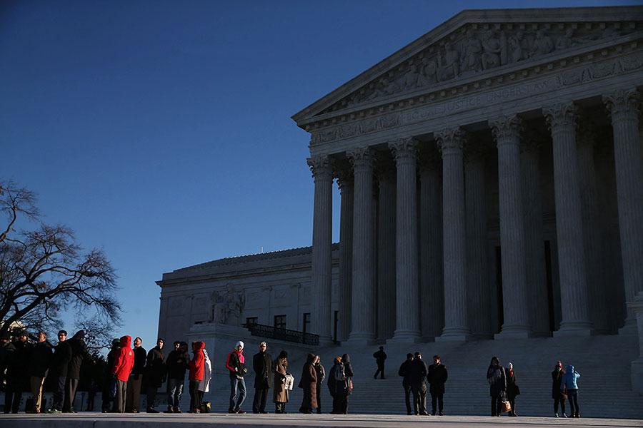 美國最高法院允許特朗普政府徹底執行一項禁止八個國家(包括六個穆斯林國家)居民進入美國的旅行禁令。這是白宮在這一問題上取得的巨大勝利。(Mark Wilson/Getty Images)