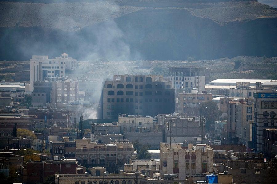 也門首都薩那(Sana'a)連日來的激戰已造成至少125人喪生、238人受傷。(MOHAMMED HUWAIS/AFP/Getty Images)