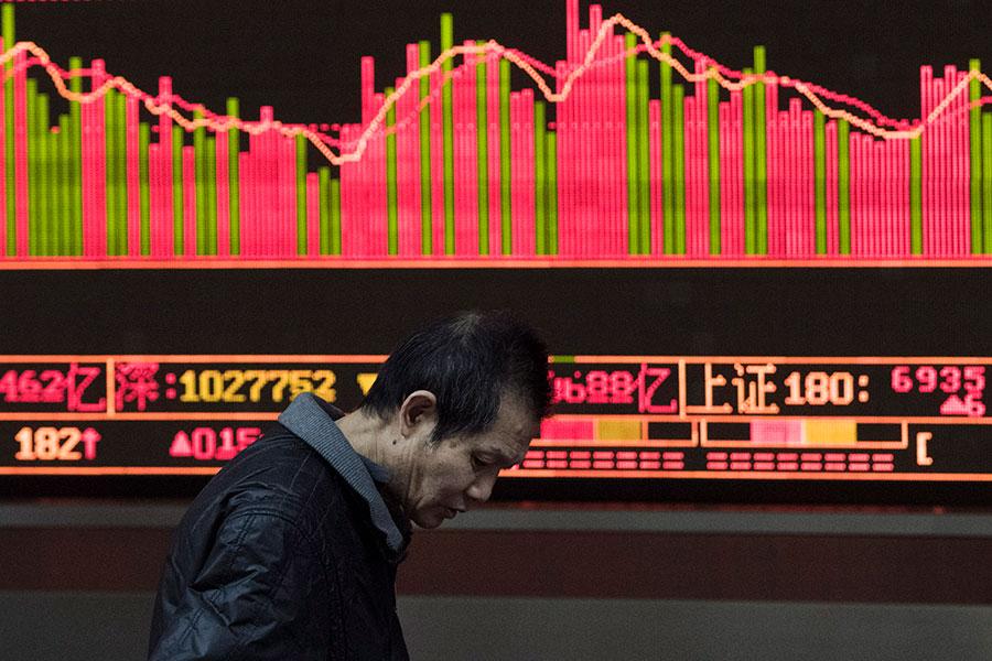 耶魯大學一名經濟專家警告說,中共若不遏制北韓核野心,小心經濟增長受累,股市暴跌。(FRED DUFOUR/AFP/Getty Images)