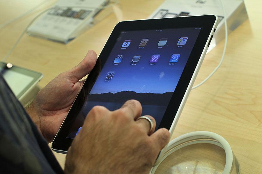 歐盟第二高級法院「普通法院」裁定「Mi Pad」不能註冊,因為該名稱與蘋果公司的「iPad」極其相似。圖為iPad平板電腦。(Spencer Platt/Getty Images)