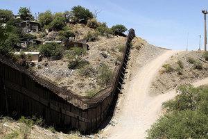 特朗普治下 美墨邊境偷渡被捕人數急劇減少